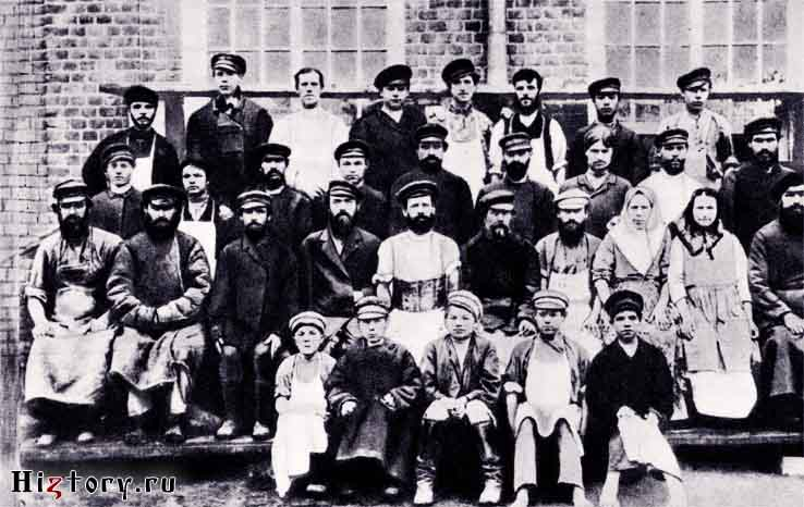 Рабочие точильного цеха Дулевского фарфорового завода. Конец XIX века